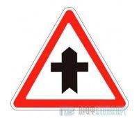 Дорожный знак 2.3.1 «Пересечение со второстепенной дорогой»
