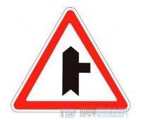 Дорожный знак 2.3.2 «Примыкание второстепенной дороги справа»