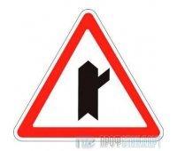 Дорожный знак 2.3.4 «Примыкание второстепенной дороги справа»